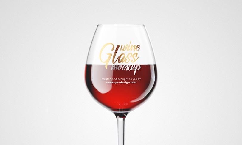 darmowy mockup kieliszka wina